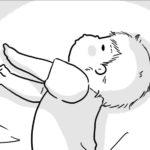 赤ちゃんの寝相は不思議な格好